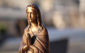 Une statue religieuse.