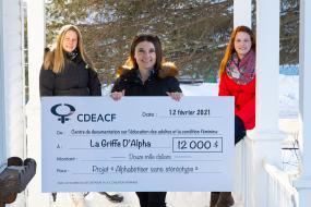Photographie, de gauche à droite : Geneviève Brisebois, directrice adjointe, Marjorie Beaudoin, directrice générale, Véronique Bouladier Gagnon, formatrice en francisation de La Griffe d'alpha.