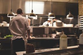 Vue sur une cuisine de restaurant