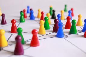des pions placés en réseaux