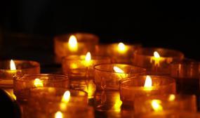 bougies dans le noir
