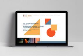 Photographie d'un ordinateur portable qui affiche la page d'accueil du site Web.