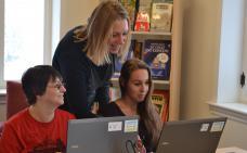 Julie Grant, formatrice en alphabétisation, Rachel Devost et Cindy Lavoie-Caron