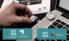 une clé USB arborant le logo de l'UIL est insérée dans un ordinateur portable