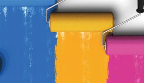 Des rouleaux étendent de la peinture de différentes couleurs.