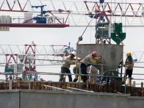 Photographie d'un chantier de construction d'un immeuble.