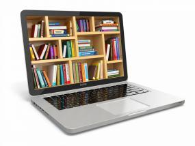 un ordinateur portable dont l'écran consiste en une bibliothèque remplie de livres