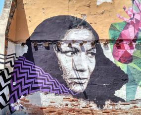 murale peinte d'une femme