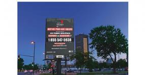 Photographie d'un panneau publicitaire de la ligne téléphonique.