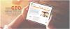 Gros plan sur des mains qui tiennent une tablette électronique où ont voit le site Web de GÉO Bénévoles : gestion et encadrement organisationel.