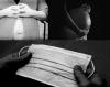 Montage de trois photographies : gros plan sur le ventre d'une personne enceinte de face, gros plan sur le ventre d'une personne enceinte de côté et un masque.